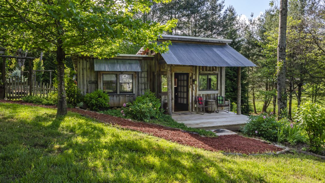 Feathered Nest – Joyful Cottage in Peaceful Valley
